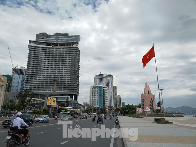 Cao ốc, khách sạn chọc trời đua nhau che mặt biển Nha Trang - Ảnh 5.