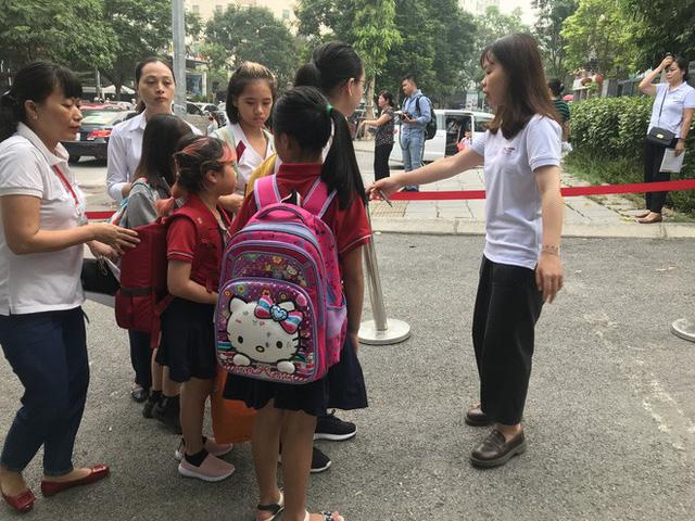 Cận cảnh quy trình đưa đón học sinh của trường Gateway - Ảnh 10.