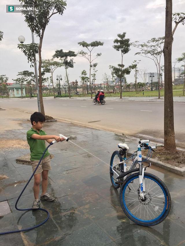 Bé trai bị bỏ quên trên xe bus trường và 9 tiếng lang thang tìm đường về nhà - Ảnh 6.