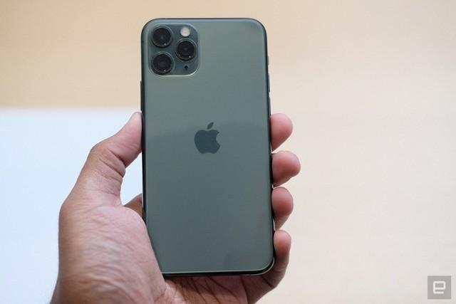 Cận cảnh iPhone 11 Pro và 11 Pro Max: Mặt lưng kính mờ, cụm camera hài hước, không thực sự có nhiều cải tiến - Ảnh 2.