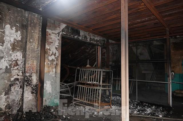 Hình ảnh hiếm hoi trong tầng 2 nhà kho Rạng Đông chưa được công bố - Ảnh 1.