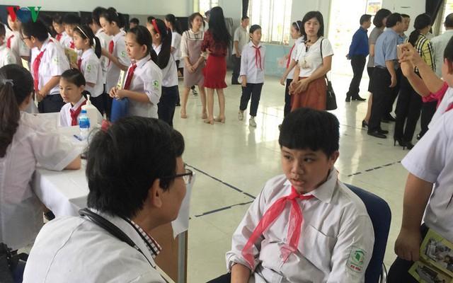 Vụ cháy Rạng Đông: Các trường kiểm tra sức khỏe tổng quát cho học sinh - Ảnh 1.