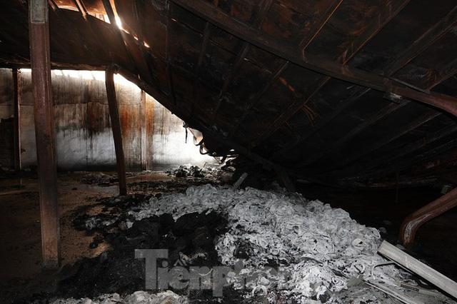 Hình ảnh hiếm hoi trong tầng 2 nhà kho Rạng Đông chưa được công bố - Ảnh 11.