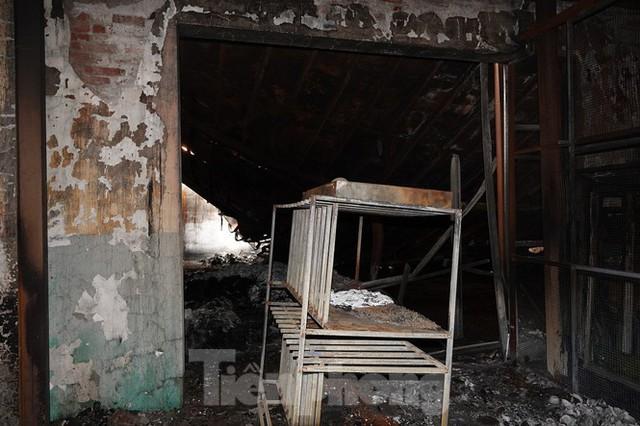 Hình ảnh hiếm hoi trong tầng 2 nhà kho Rạng Đông chưa được công bố - Ảnh 12.