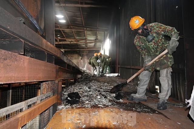 Hình ảnh hiếm hoi trong tầng 2 nhà kho Rạng Đông chưa được công bố - Ảnh 13.
