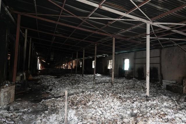 Hình ảnh hiếm hoi trong tầng 2 nhà kho Rạng Đông chưa được công bố - Ảnh 5.