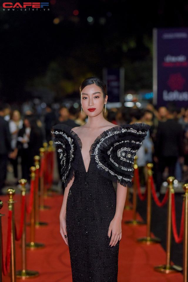 Dàn hoa hậu, người đẹp xuất hiện sớm tại thảm đỏ sự kiện ra mắt MXH Lotus: Tú Anh nổi bật với đầm đỏ rực! - Ảnh 1.