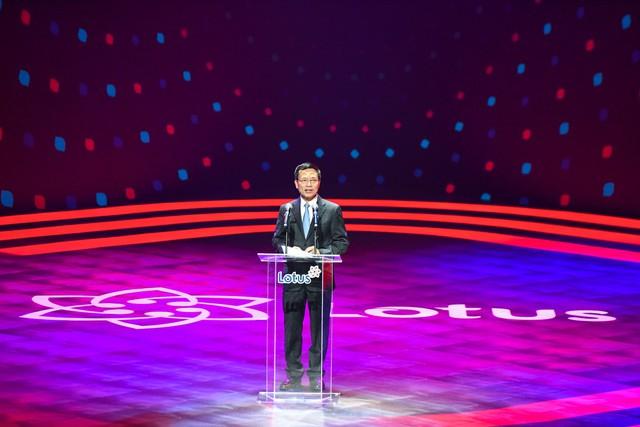 Bộ trưởng TTTT tại sự kiện ra mắt Lotus: Khi nghe anh Tân giới thiệu tôi nghĩ rằng tại sao người Việt Nam không nghĩ rằng có nhiều Steve Job Việt Nam - Ảnh 2.