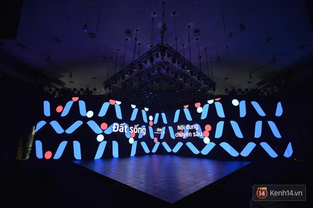 Lộ ảnh sân khấu ra mắt MXH Lotus trước giờ G: Màn hình khủng mãn nhãn, công nghệ hiệu ứng 3D hoành tráng - Ảnh 16.