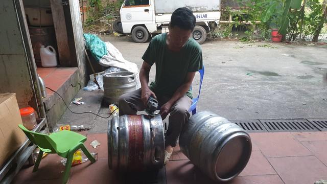 Phát hiện hàng chục keg bia nhái thương hiệu nổi tiếng tại Công ty TNHH Đại Việt Châu Á - Ảnh 2.