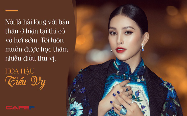 Đăng quang Hoa hậu Việt Nam khi mới 18 tuổi, một năm sau Tiểu Vy tâm sự: Niềm vui không thể đếm xuể - Ảnh 2.
