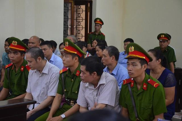 Phó Chủ tịch UBND tỉnh Hà Giang đến dự phiên tòa xét xử gian lận điểm thi THPT Quốc gia 2018 - Ảnh 1.