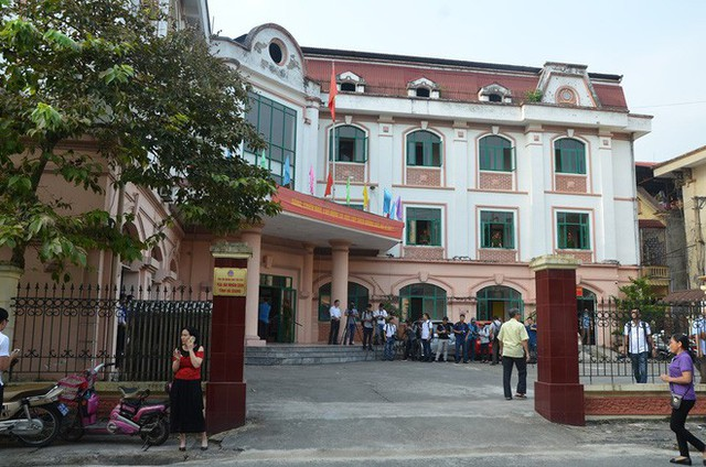 Phó Chủ tịch UBND tỉnh Hà Giang đến dự phiên tòa xét xử gian lận điểm thi THPT Quốc gia 2018 - Ảnh 3.