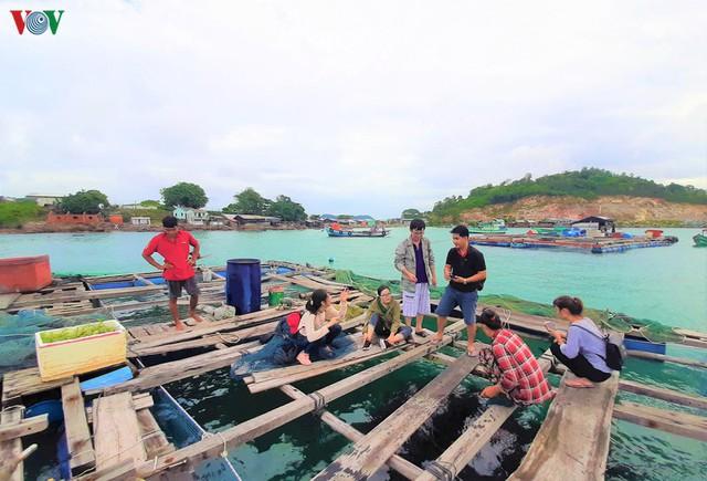 Khám phá nghề nuôi cá lồng bè thu tiền tỷ ở Nam Du - Ảnh 14.