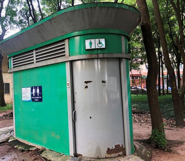Cận cảnh nhà vệ sinh công cộng đổi quảng cáo vừa sử dụng đã hỏng - Ảnh 7.