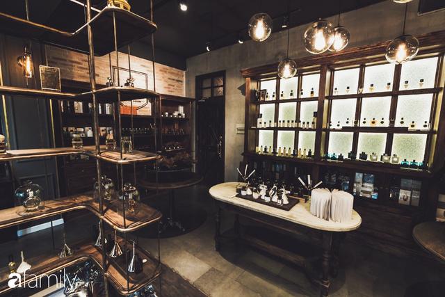 Bên trong tiệm nước hoa bí ẩn nhất Sài Gòn cửa lúc nào cũng đóng, muốn đến phải book lịch trước và tiếp chuyện riêng chỉ 1 người/lượt - Ảnh 10.