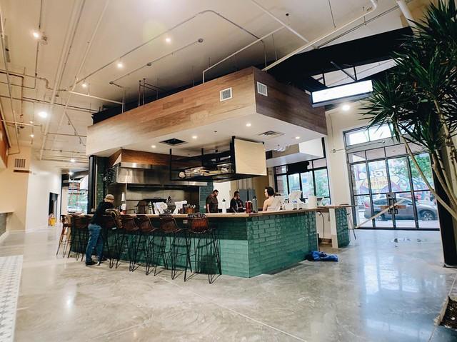 Mục sở thị nhà hàng đồ ăn Việt trên đất Mỹ của Vua đầu bếp Christine Hà: Tất thảy món ăn đều nấu bằng ký ức về mẹ - Ảnh 3.