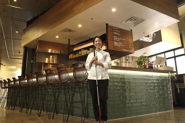 Mục sở thị nhà hàng đồ ăn Việt trên đất Mỹ của Vua đầu bếp Christine Hà: Tất thảy món ăn đều nấu bằng ký ức về mẹ - Ảnh 4.
