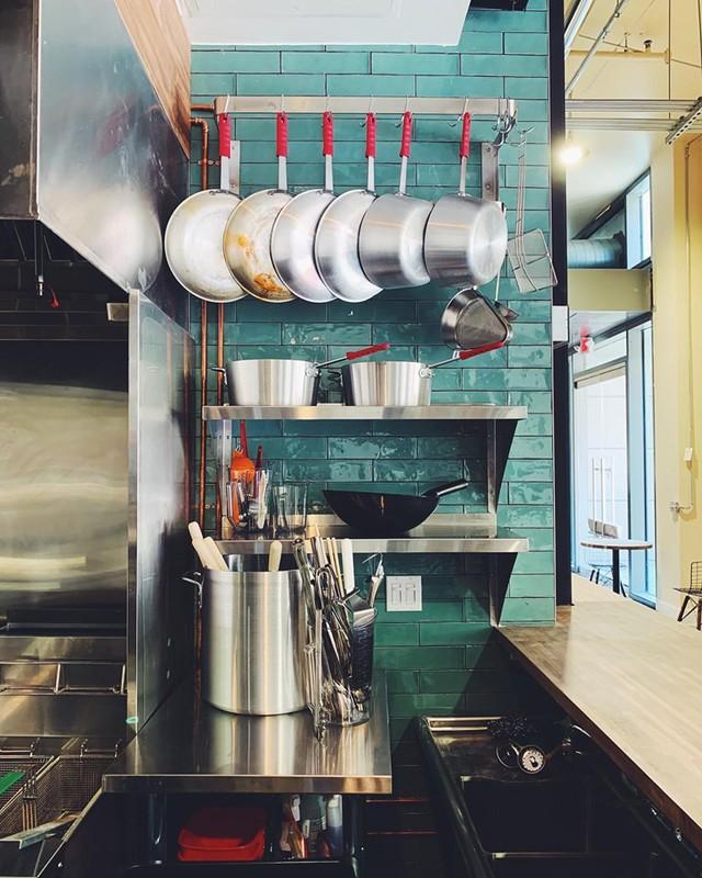 Mục sở thị nhà hàng đồ ăn Việt trên đất Mỹ của Vua đầu bếp Christine Hà: Tất thảy món ăn đều nấu bằng ký ức về mẹ - Ảnh 5.