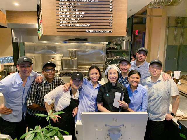 Mục sở thị nhà hàng đồ ăn Việt trên đất Mỹ của Vua đầu bếp Christine Hà: Tất thảy món ăn đều nấu bằng ký ức về mẹ - Ảnh 10.