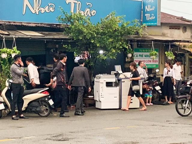 Nhân viên Alibaba ồ ạt dọn đồ khỏi công ty sau khi Nguyễn Thái Luyện bị bắt - Ảnh 1.