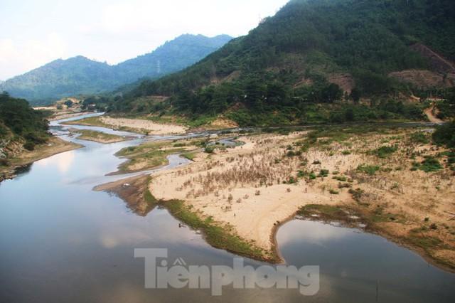 Những dòng sông chết dưới chân đập thủy điện Đắk Mi 4 - Ảnh 2.