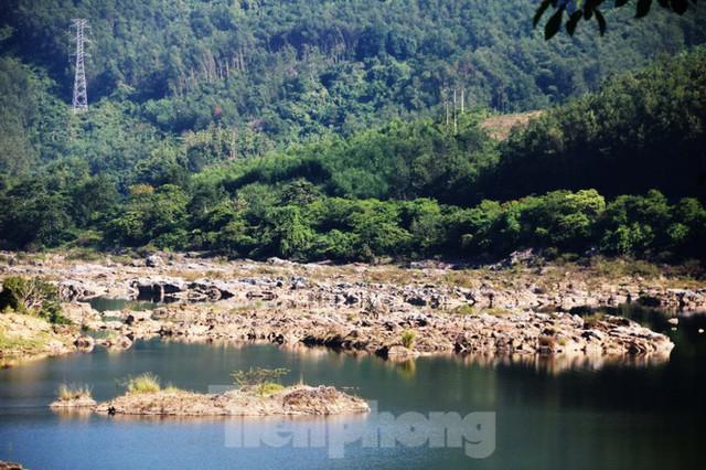 Những dòng sông chết dưới chân đập thủy điện Đắk Mi 4 - Ảnh 12.