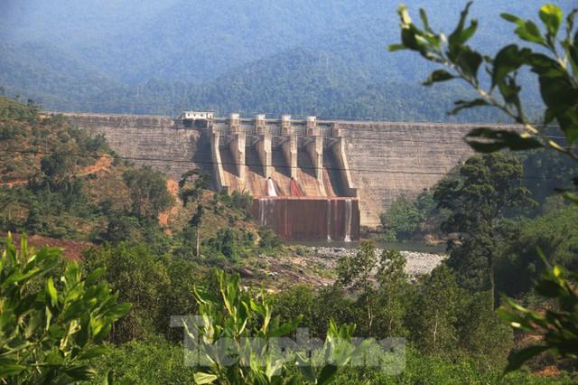 Những dòng sông chết dưới chân đập thủy điện Đắk Mi 4 - Ảnh 18.