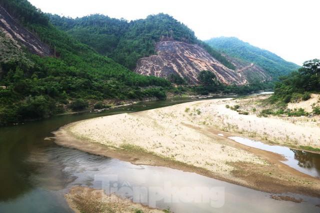 Những dòng sông chết dưới chân đập thủy điện Đắk Mi 4 - Ảnh 3.
