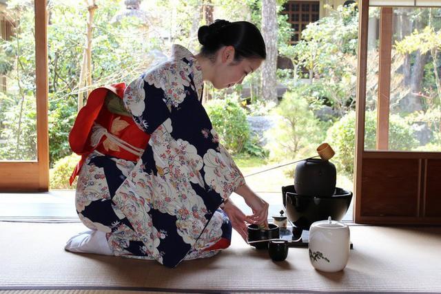 Triết lý Wabi sabi của người Nhật: Cuộc đời không gì hoàn hảo nên đừng cố tìm, hạnh phúc là khi con người chấp nhận sống với khiếm khuyết - Ảnh 3.