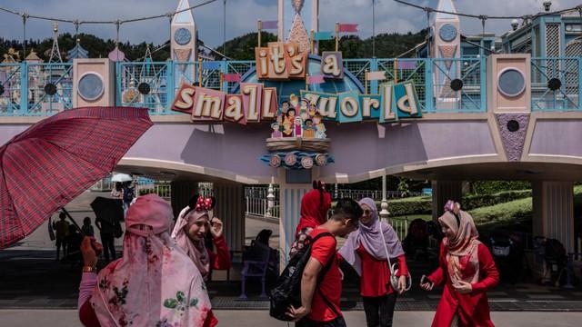 Khám phá công viên giải trí Disneyland hoang vắng nhất thế giới - Ảnh 2.