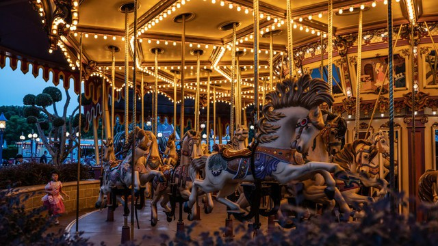 Khám phá công viên giải trí Disneyland hoang vắng nhất thế giới - Ảnh 4.