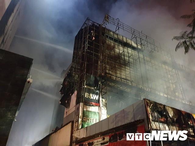Ảnh: Hiện trường lửa bao trùm kèm tiếng nổ lớn từ siêu thị điện máy ở Hải Phòng - Ảnh 14.