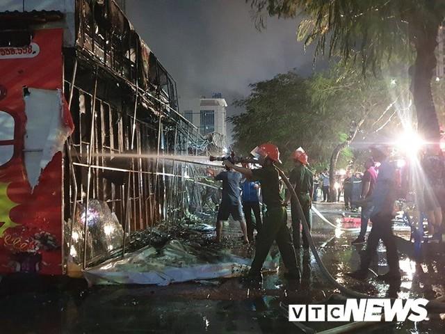 Ảnh: Hiện trường lửa bao trùm kèm tiếng nổ lớn từ siêu thị điện máy ở Hải Phòng - Ảnh 15.
