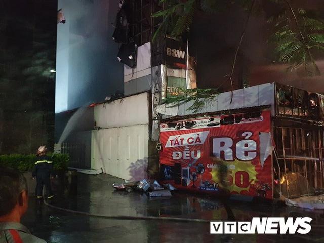 Ảnh: Hiện trường lửa bao trùm kèm tiếng nổ lớn từ siêu thị điện máy ở Hải Phòng - Ảnh 6.