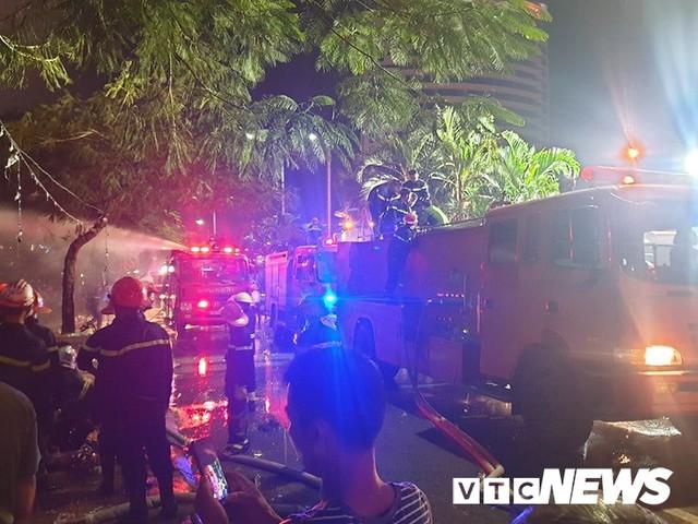 Ảnh: Hiện trường lửa bao trùm kèm tiếng nổ lớn từ siêu thị điện máy ở Hải Phòng - Ảnh 7.