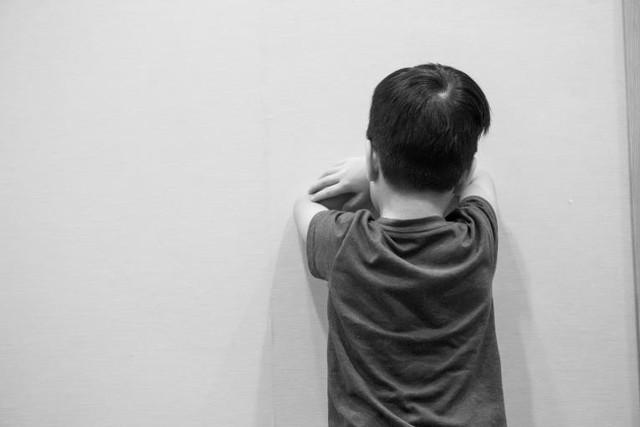 Tác giả cuốn sách Những tin tốt về hành vi xấu cho biết: Quát mắng hay phạt con xưa rồi, cha mẹ hiện đại nên biết cách xử lý này - Ảnh 1.