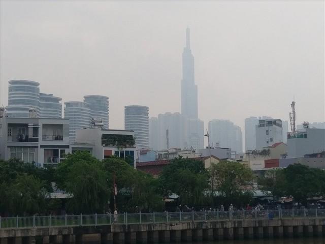 """Lại """"báo động đỏ"""", bầu trời Sài Gòn mù mịt ô nhiễm nặng - Ảnh 5.  Lại """"báo động đỏ"""", bầu trời Sài Gòn mù mịt ô nhiễm nặng photo 4 1569470699184822030280"""