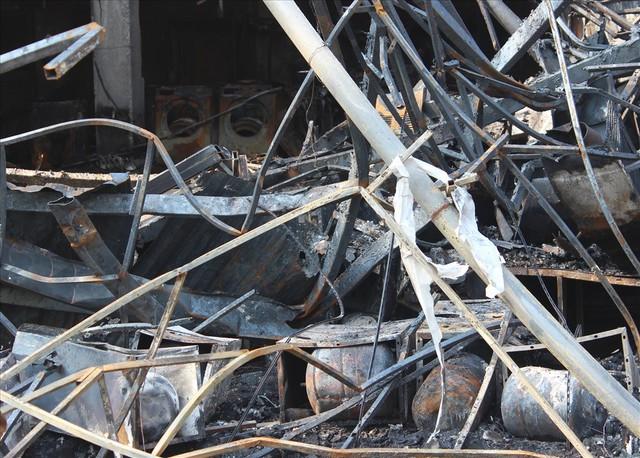 Hải Phòng: Hỏa hoạn thiêu rụi, siêu thị điện máy Hoàng Gia trơ khung - Ảnh 8.