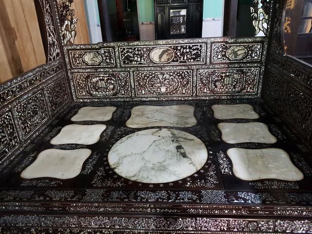 Độc đáo chiếc giường cổ có giá bạc tỷ ở Đồng Tháp - Ảnh 2.