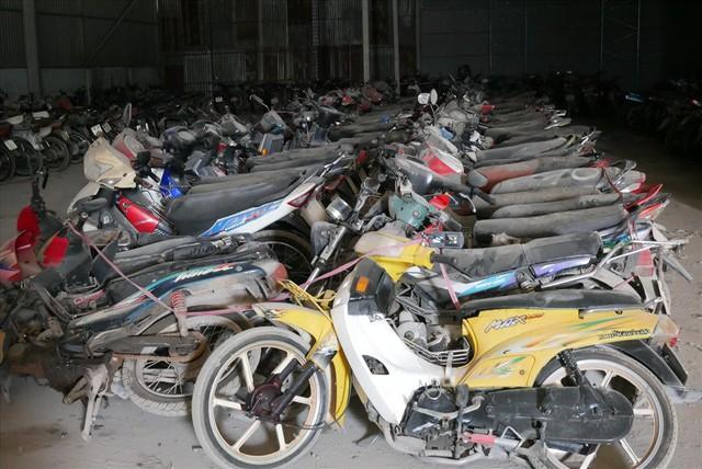 Cận cảnh hàng nghìn xe vi phạm giao thông đang bị giam giữ tại các kho bãi - Ảnh 2.
