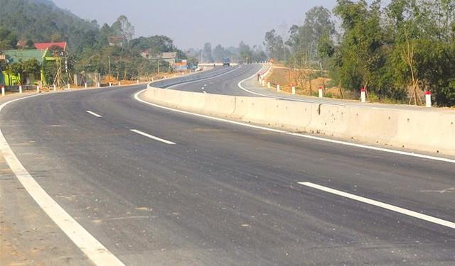 Quốc lộ hơn 2.000 tỷ đồng đoạn qua Hà Tĩnh bị bong tróc, loang lổ - Ảnh 1.