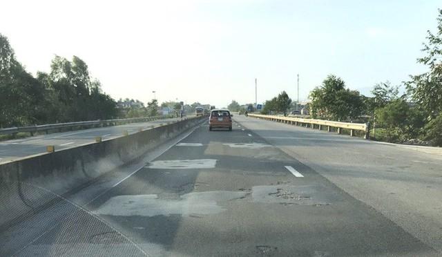 Quốc lộ hơn 2.000 tỷ đồng đoạn qua Hà Tĩnh bị bong tróc, loang lổ - Ảnh 3.