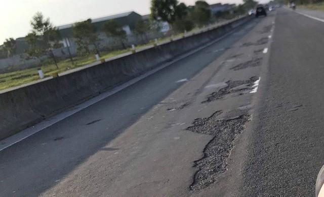 Quốc lộ hơn 2.000 tỷ đồng đoạn qua Hà Tĩnh bị bong tróc, loang lổ - Ảnh 4.