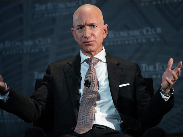 """Các tỷ phú Mỹ sẽ """"nghèo"""" ra sao nếu có thuế tài sản? - Ảnh 9."""