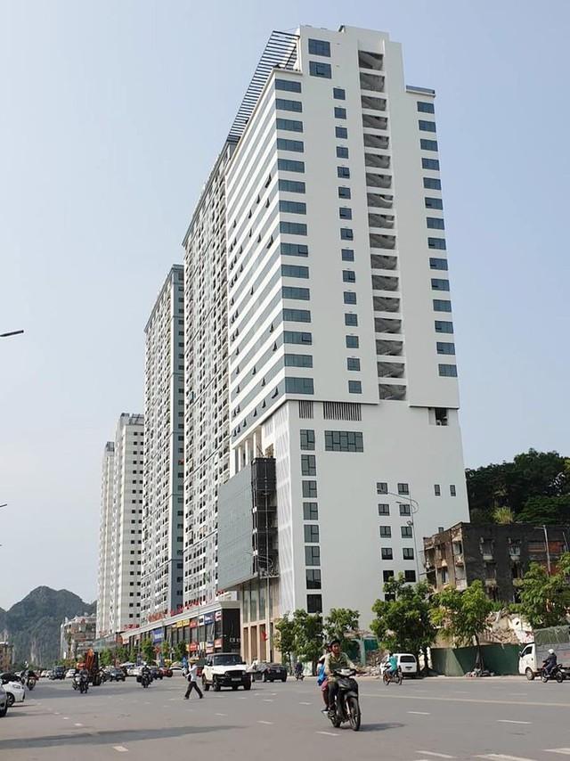 Quảng Ninh lúng túng xử lý cao ốc xây vượt phép 5 tầng - Ảnh 1. Quảng Ninh 'lúng túng' xử lý cao ốc xây vượt phép 5 tầng Quảng Ninh 'lúng túng' xử lý cao ốc xây vượt phép 5 tầng photo 1 156758416201262610792