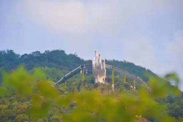 """3 cây cầu lùm xùm nhất Việt Nam 2019: """"Scandal đạo nhái"""" Cầu Vàng Đà Nẵng, sự cố chậm trễ cầu kính Sa Pa còn chưa gây sốc bằng cái tên cuối - Ảnh 5. 3 cây cầu lùm xùm nhất Việt Nam 2019: """"Scandal đạo nhái"""" Cầu Vàng Đà Nẵng, sự cố chậm trễ cầu kính Sa Pa còn chưa gây sốc bằng cái tên cuối 3 cây cầu lùm xùm nhất Việt Nam 2019: """"Scandal đạo nhái"""" Cầu Vàng Đà Nẵng, sự cố chậm trễ cầu kính Sa Pa còn chưa gây sốc bằng cái tên cuối photo 4 1567562147520143432576"""