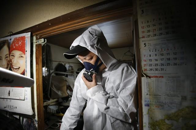 Nhật Bản: Dọn dẹp nhà cửa cho những xác chết cô độc với lương tháng trăm triệu nhưng không mấy ai dám làm - Ảnh 1.