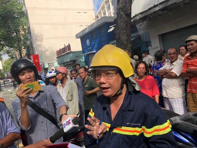 Cháy dữ dội tòa nhà cao tầng trên đường Nguyễn Trãi, TP HCM  - Ảnh 3.