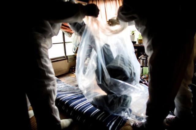 Nhật Bản: Dọn dẹp nhà cửa cho những xác chết cô độc với lương tháng trăm triệu nhưng không mấy ai dám làm - Ảnh 8.